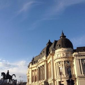 Plaza de la Universidad, una de las puertas de la ciudad vieja en Bucarest. ©Iñigo Pedrueza.