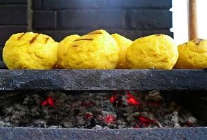 Las Bulz, bolas de polenta asadas a la brasa. ¡Sabrosas!