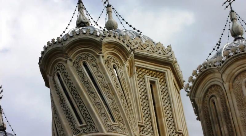 Detalle de las torres de la iglesia de Curtea de Arges