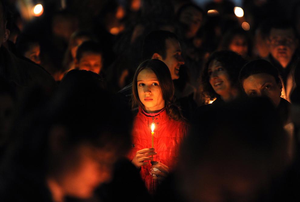 Las velas encendidas después de ir a la iglesia