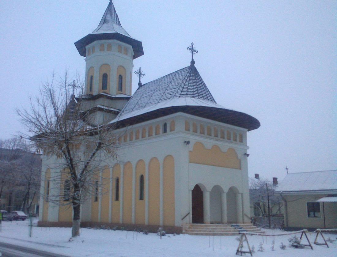 Iglesia durante el invierno en Roman.