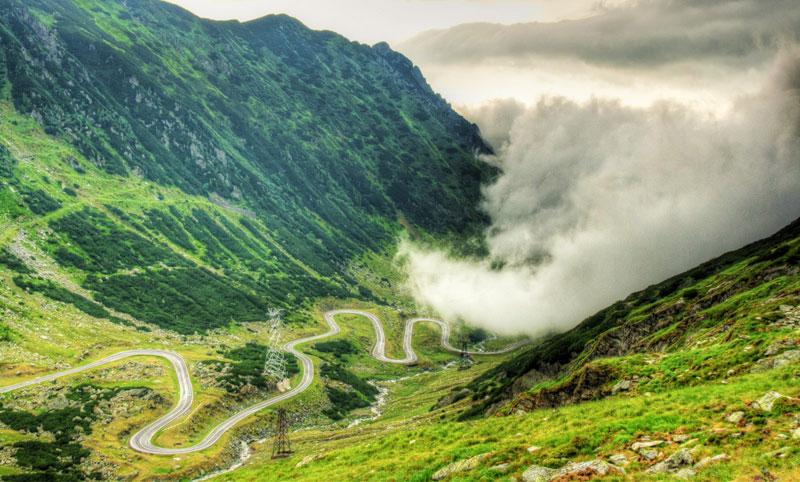 Las nubes tapando la carretera de Transfagarasan