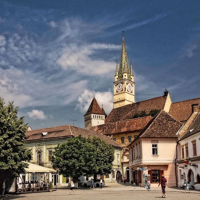 Iglesia y monasterio franciscano de Medias