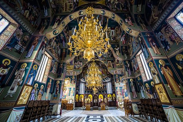Interior del monasterio de Sihastra