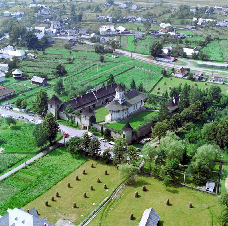 Monasterio Moldovita desde el cielo