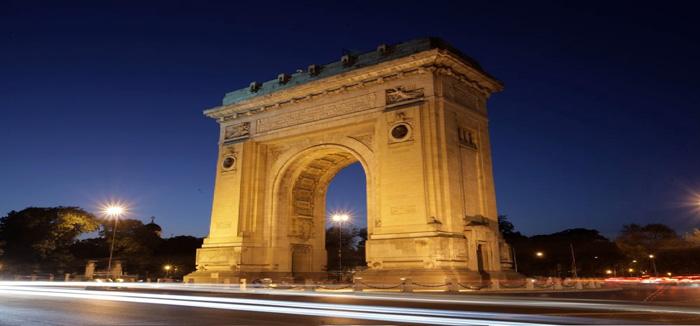 El Arco del Triunfo de Bucarest de noche