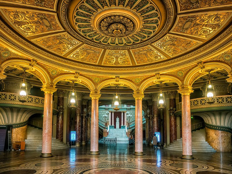 Vestíbulo del interior del Ateneo Rumano de Bucarest