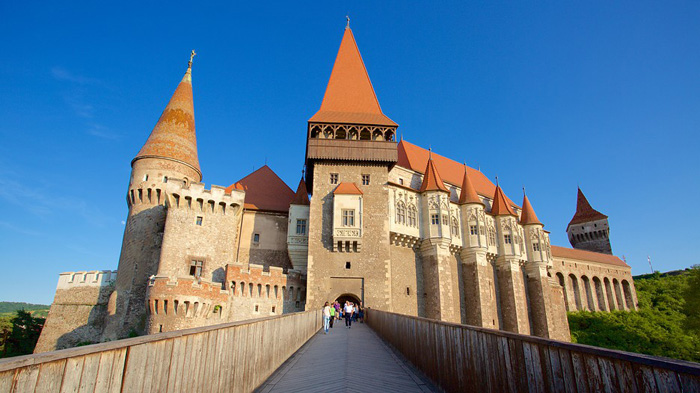 Entrada al Castillo de Corvino en Hunedoara