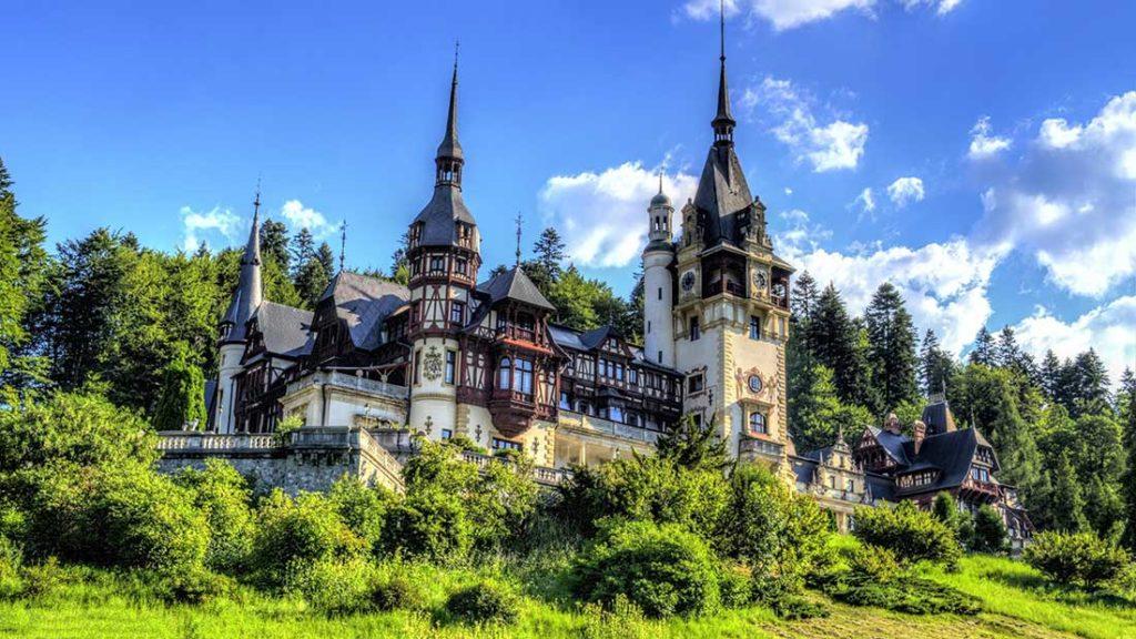Castillo de Peles, un clásico en los circuitos por Rumanía